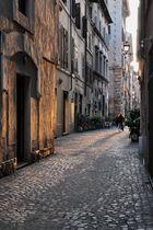 Die ockernen Farben der Gassen Roms.. (Römische Impressionen..)