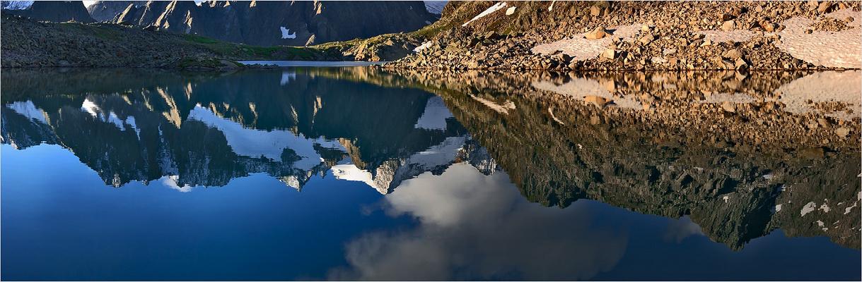 Die östliche Seespitze spiegelt sich im Rinnensee