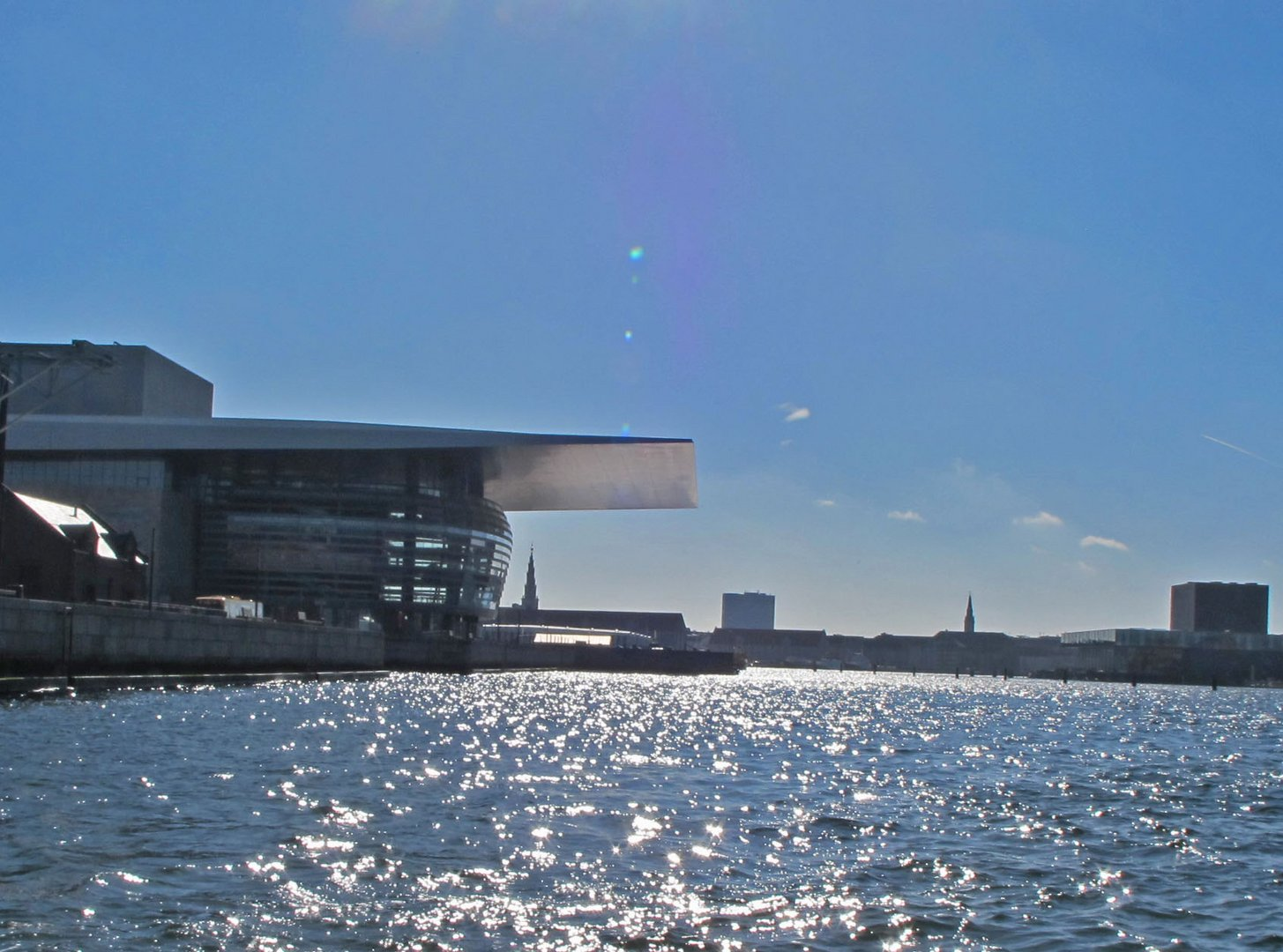 Die Oper auf der Insel Holmen in Kopenhagen.