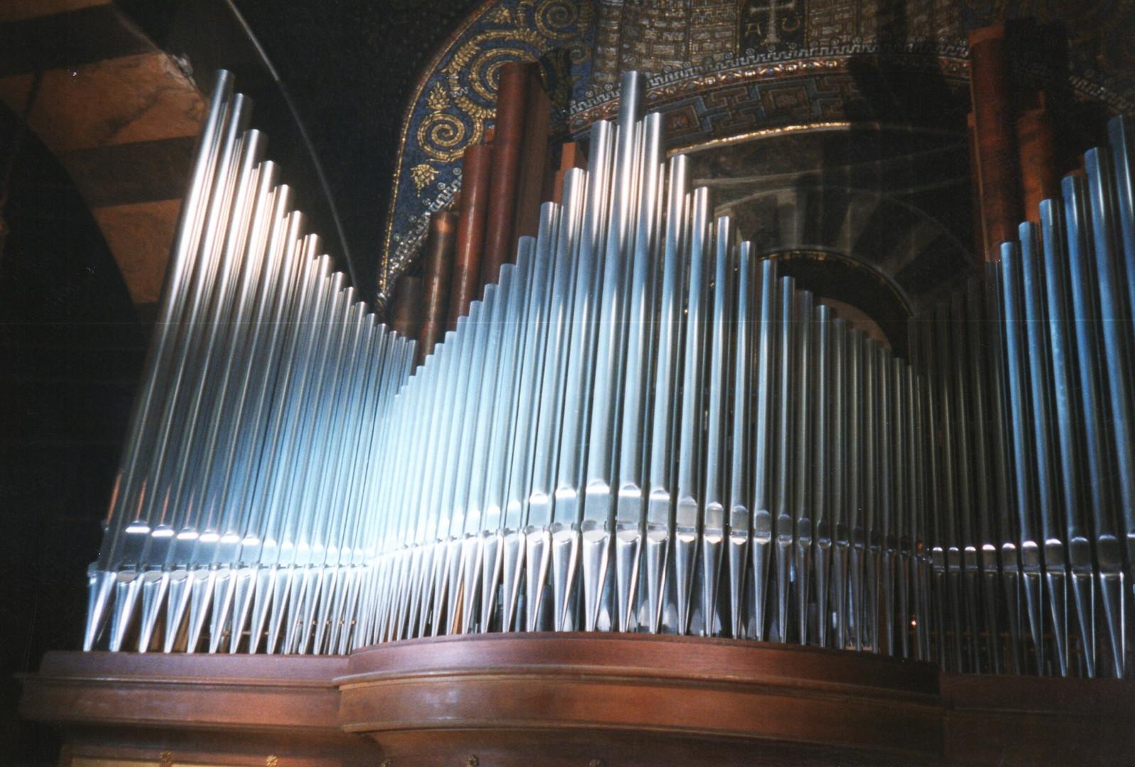 Die Orgelpfeifen von Aachen.
