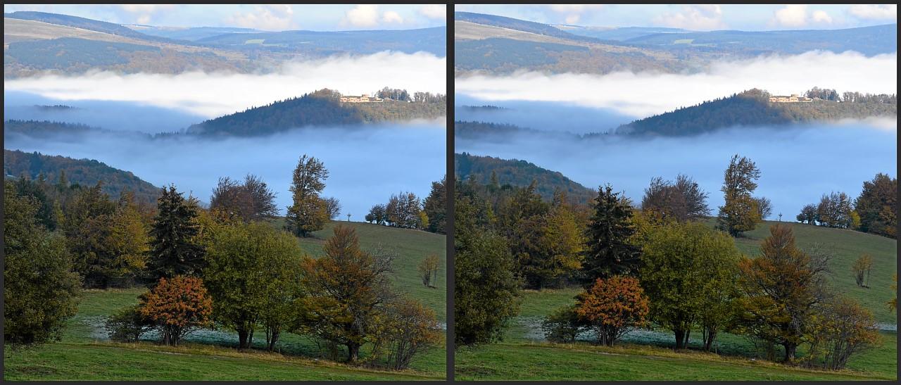 Die Osterburg über dem Nebel