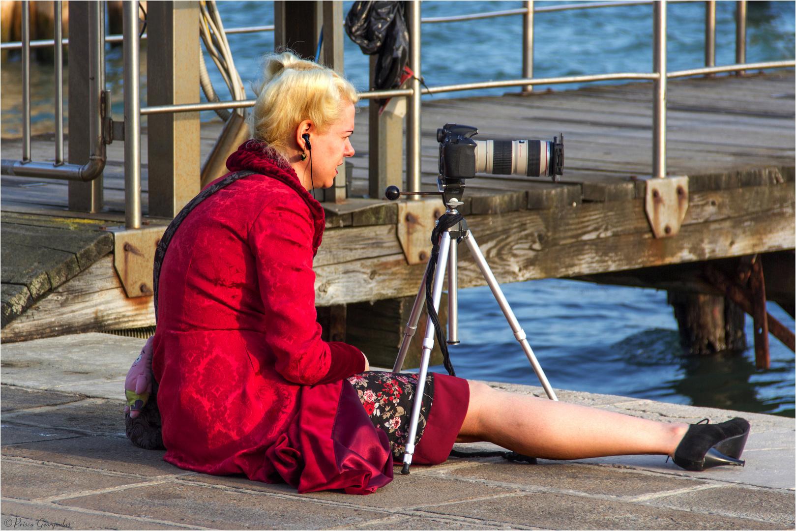Die passionierte und elegante Fotografin