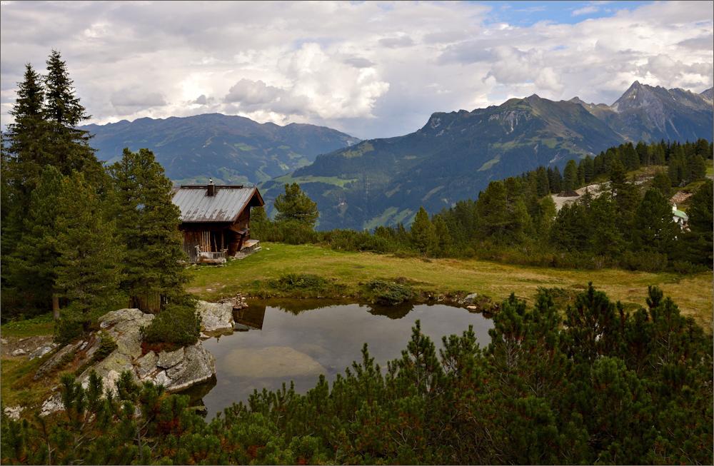 Die Penkenhütte am Bergsee ...