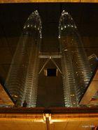 Die Petronas Twin Towers 06 Spiegelung