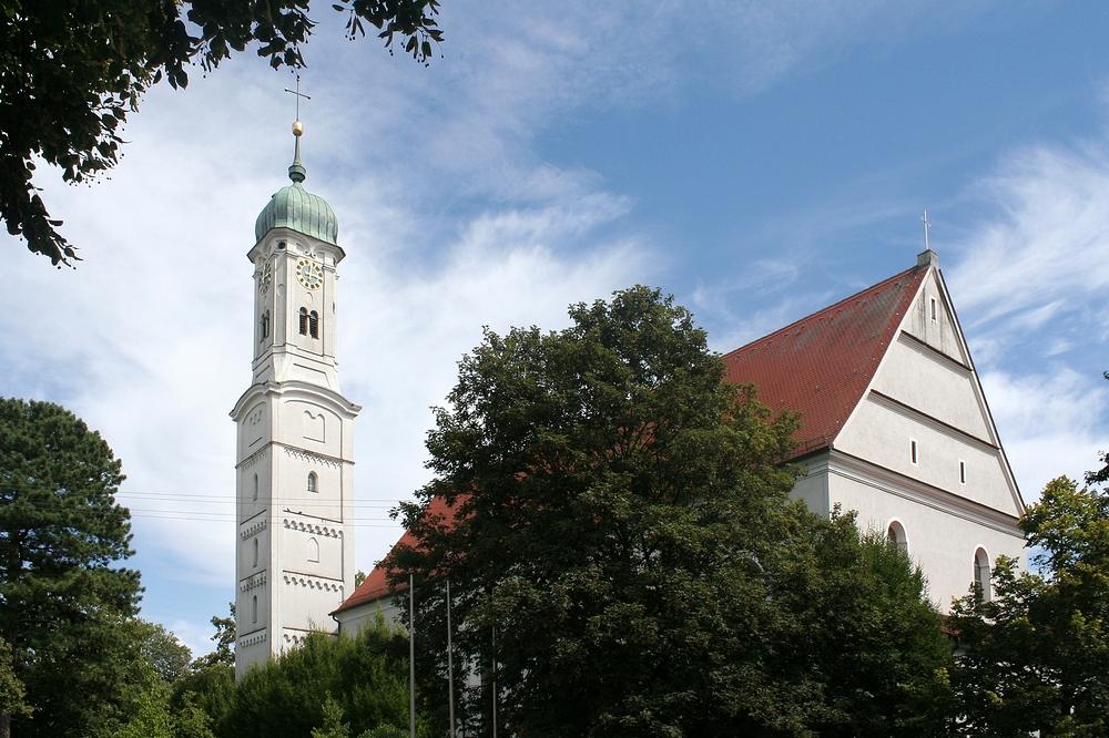 Die Pfarrkirche St. Georg und Michael in Augsburg-Göggingen (begradigt)