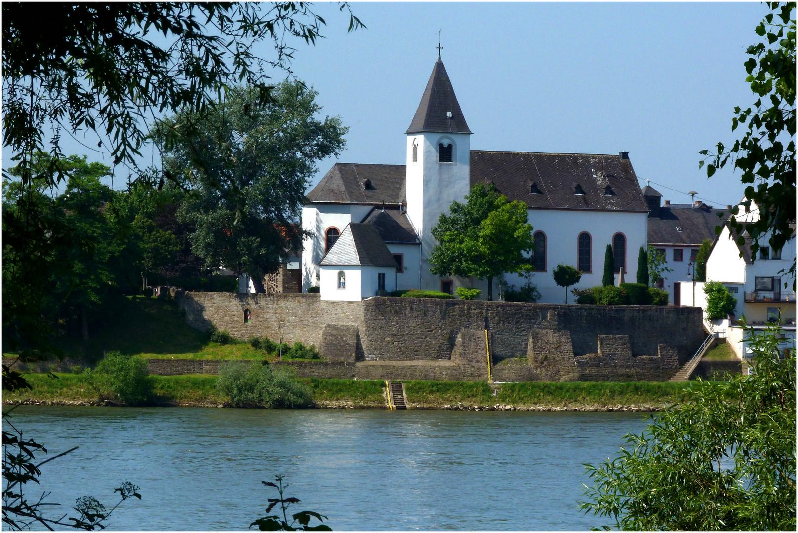 Die Pfarrkirche von Sankt Sebastian am Rhein
