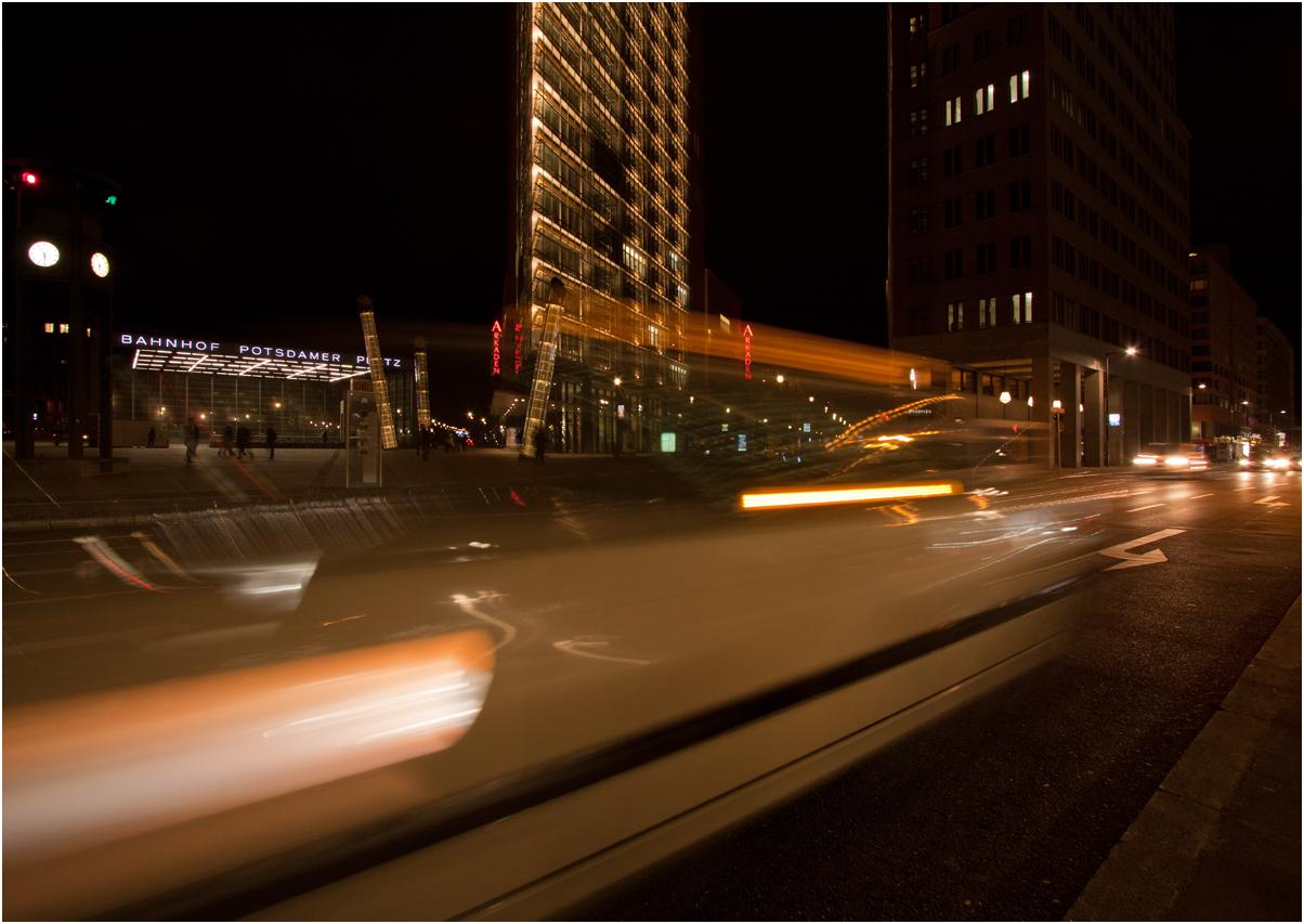 die Potsdamer Straße am Abend
