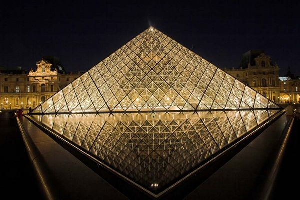 Die Pyramiden des Louvre