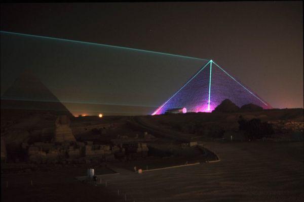 Die Pyramidenbei Nacht - Sound & Light Show
