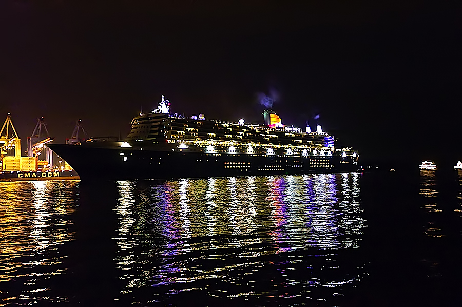 Die Queen Mary 2 ...
