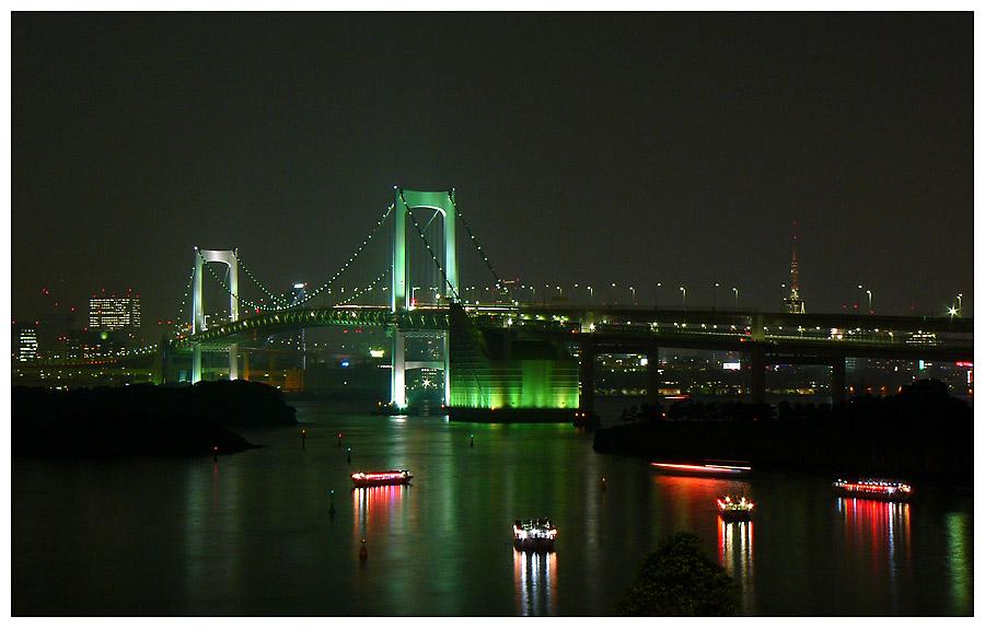 Die Rainbow Bridge in Odaiba, Tokyo