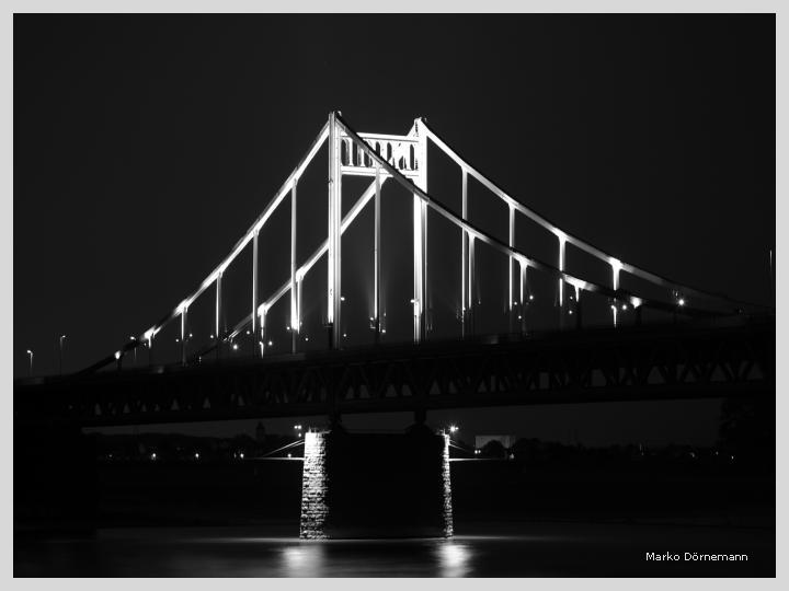 Die Rheinbrücke bei Uerdingen