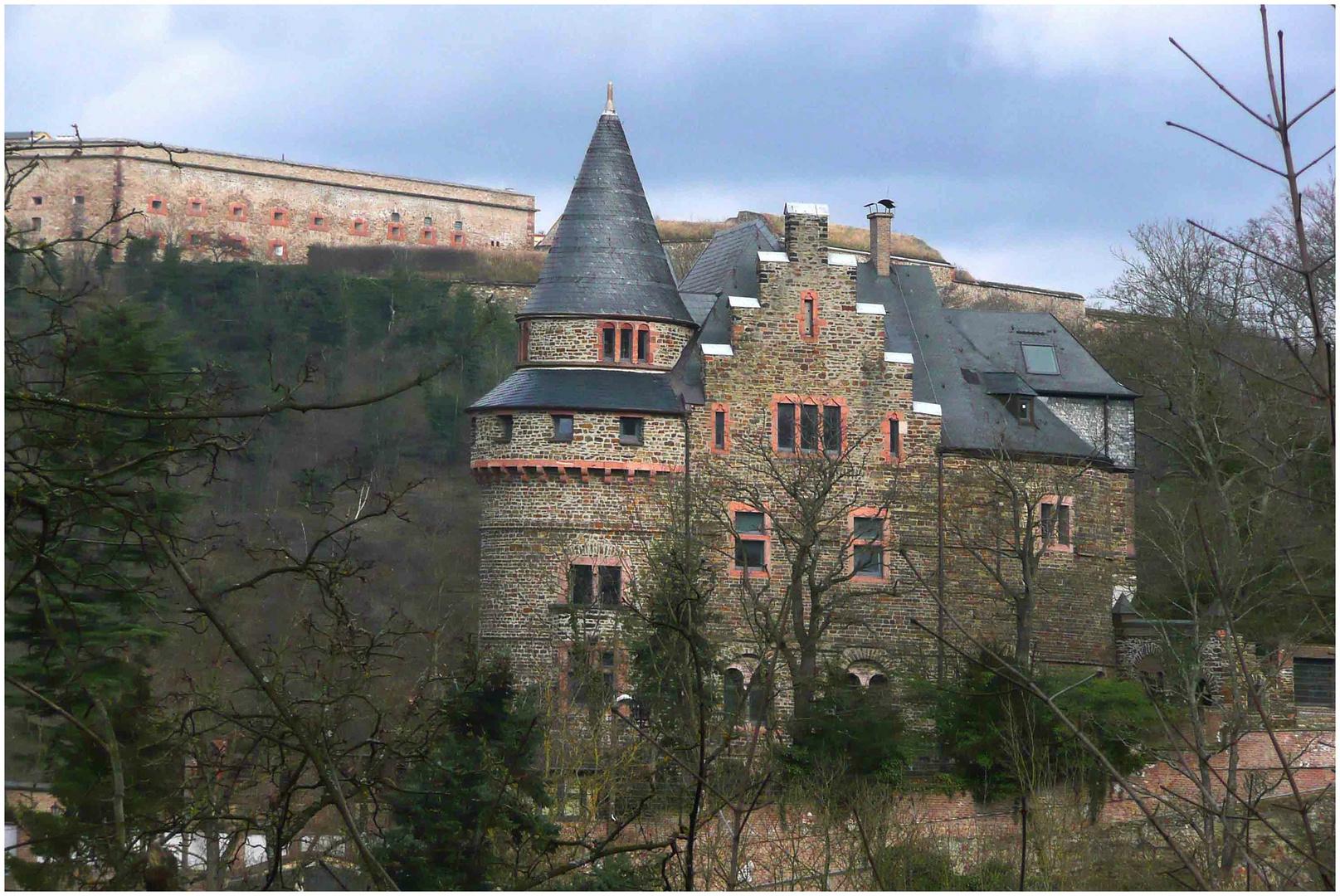 Die Rheinburg über Koblenz-Ehrenbreitstein (2)