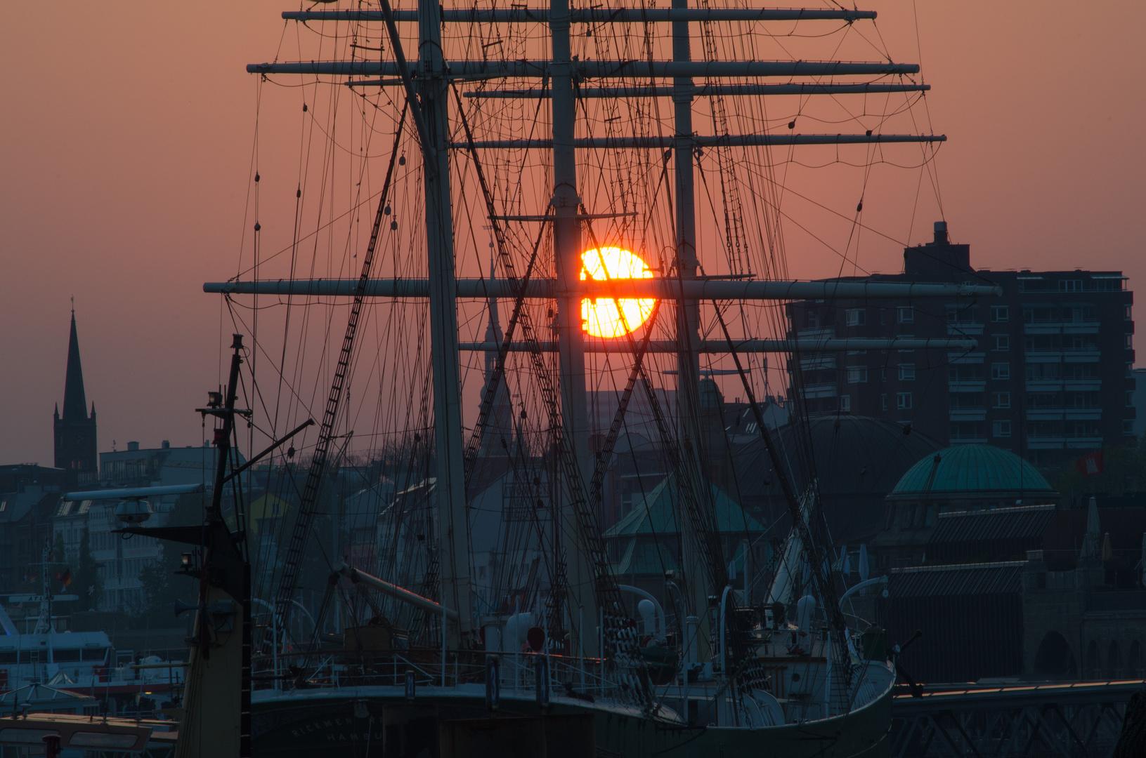 Die Rickmer Rickmers im Sonnernuntergang