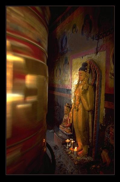 die riesige Gebetsmühle in Katmandu dreht sich unablässig...