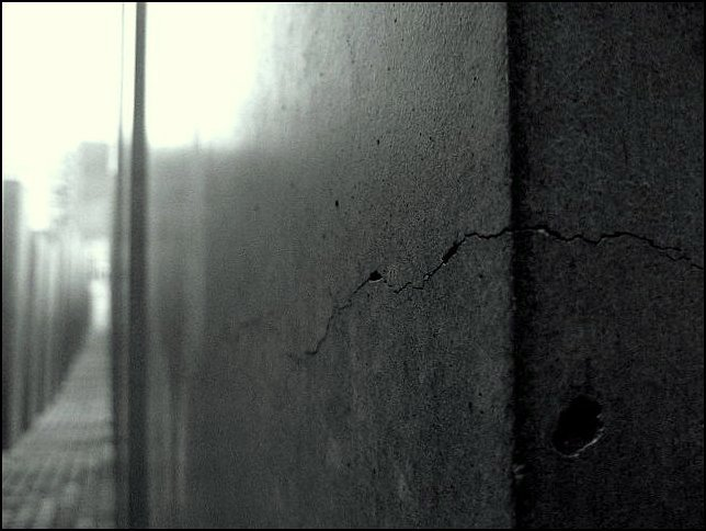 Die Risse in der Fassade