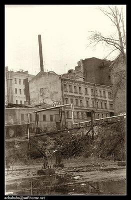 Die Rohre der Heizung im alten Bezirk Moskaus