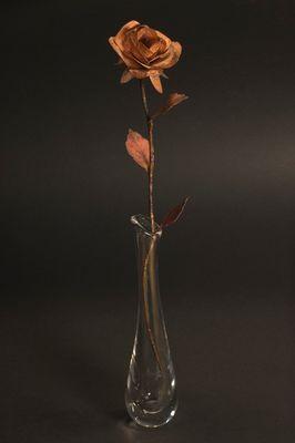 Die Rose, die auch in trockenen Vasen ihren Kopf nicht hängen lässt!