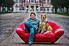 Die rote Couch im Schlosspark