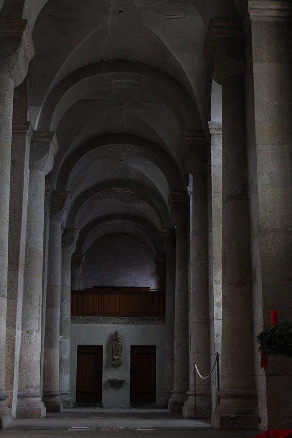 Die Ruhe der romanischen Rundgewölbe