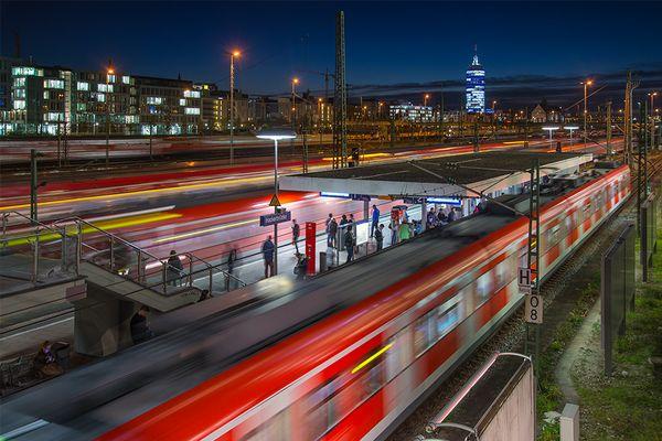 die S-Bahn fährt