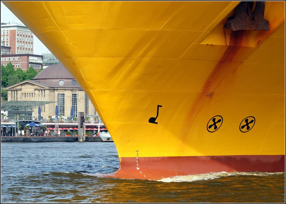 die Schiff fahren einem immer noch wie zufällig ins Bild....