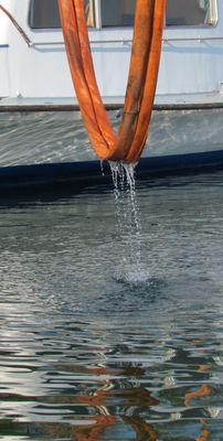 Die Schondorf schwimmt, die Gurte können aus dem Wasser