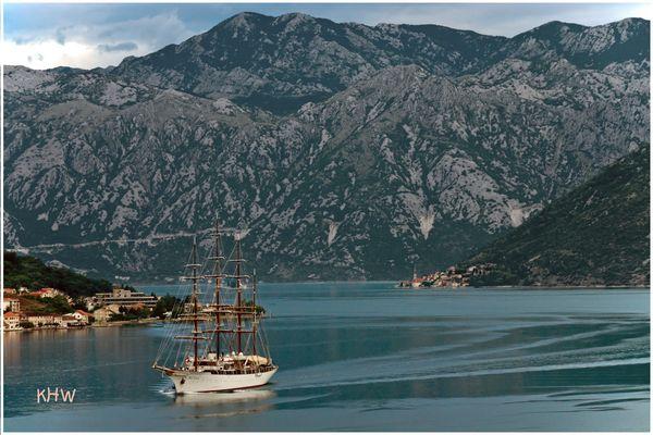 """Die """"Sea Cloud"""" in der Bucht von Kotor"""