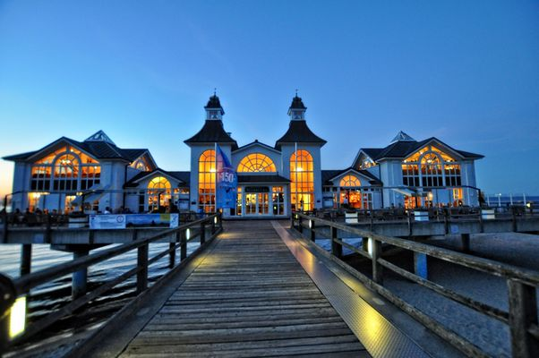 Die Seebrücke Sellin zur blauen Stunde