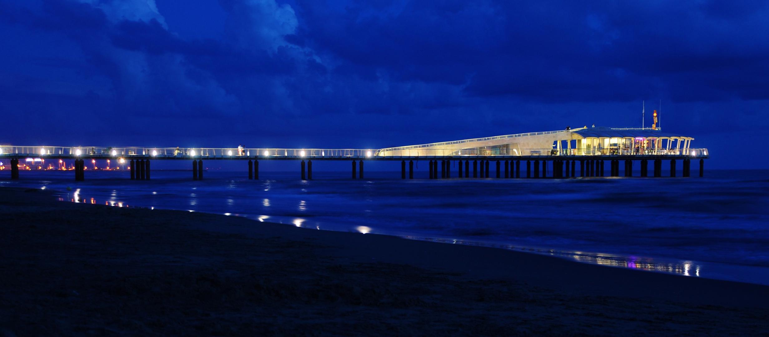 Die Seebrücke von Lido di Camaiore.
