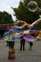 Die Seifenblasenkünstlerin vom Hackischem Markt 1