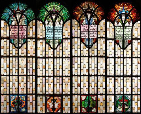 Die Seligpreisungsfenster in der Herz-Jesu-Kirche in Augsburg-Pfersee (1)