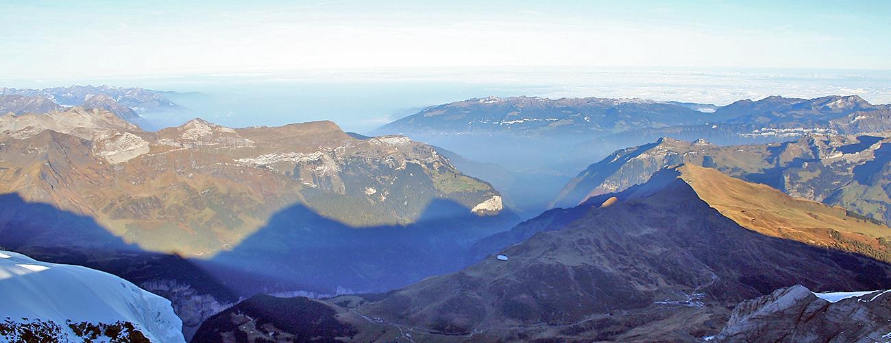 die sicher berühmtesten drei Schatten im Berner Oberland sind hier zu sehen beim Blick nach Norden