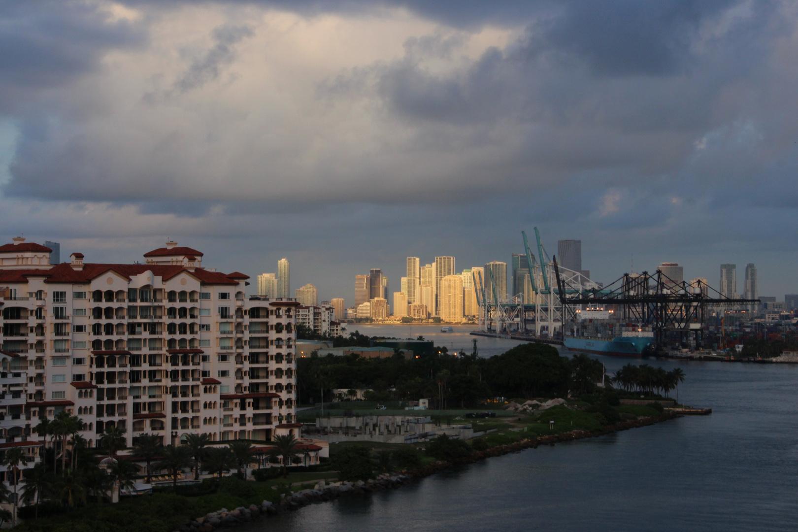 Die Sonne geht auf über Miami