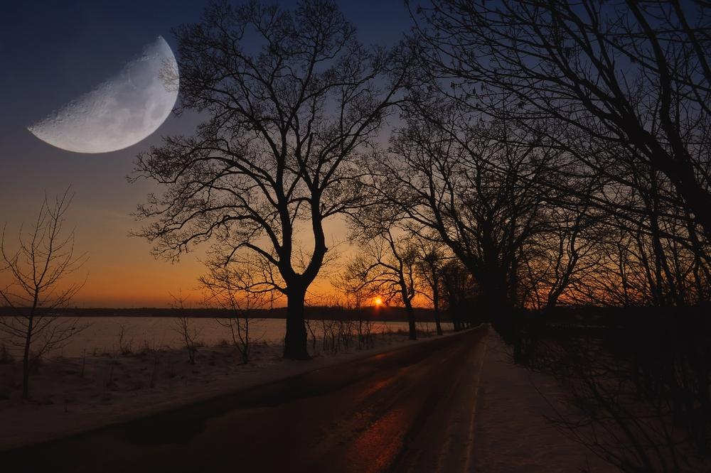 Die Sonne geht, der Mond kommt.....