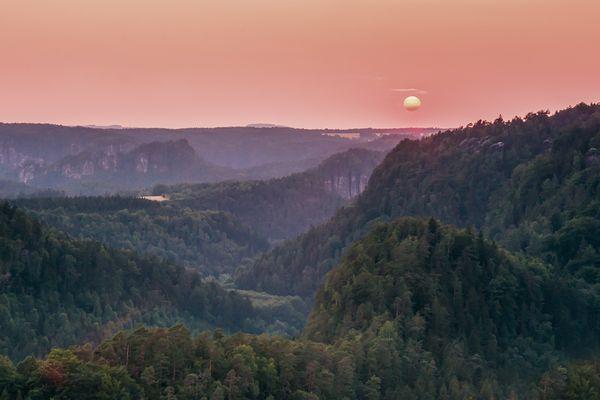 Die Sonne geht unter am Polenztal