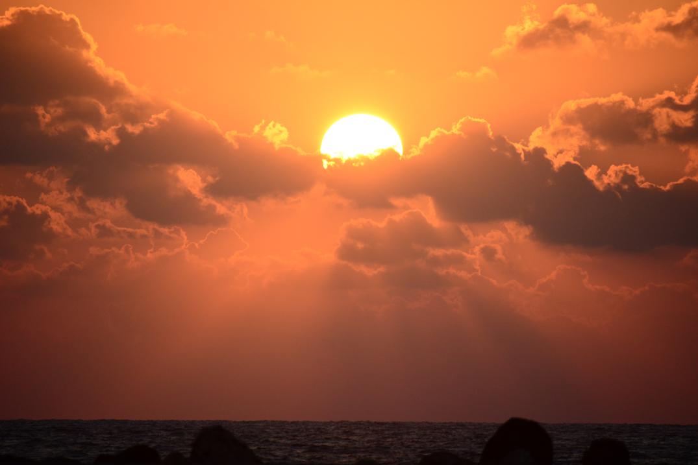 Die Sonne im Wolkenbett