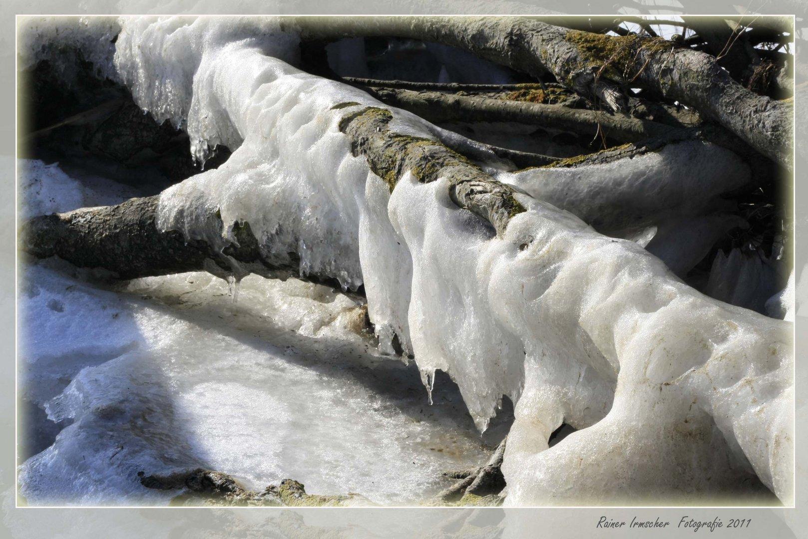 Die Sonne leckt am Eis....