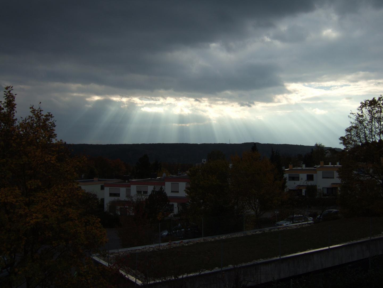 ...Die Sonne send't ein Strahlenband...