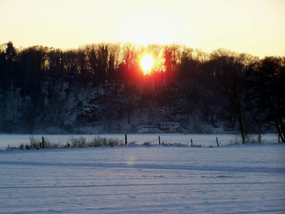 Die Sonne versingt im Schnee