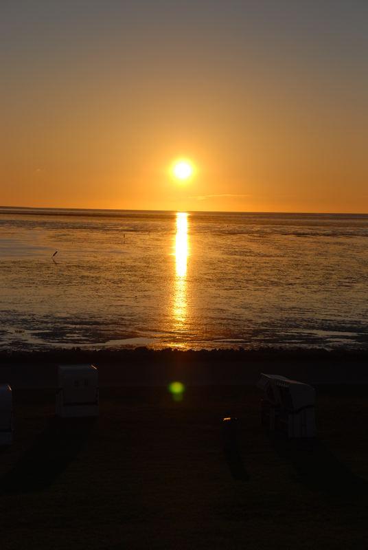 Die Sonne versinkt in der Nordsee