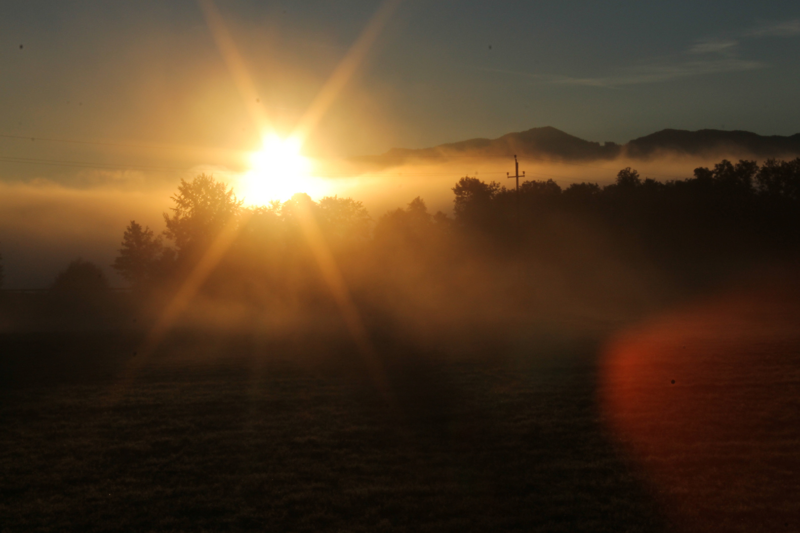 Die Sonne vertreibt den Nebel