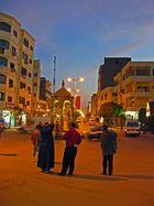 Die Sonne wirft ihre letzten Strahlen auf Luxor