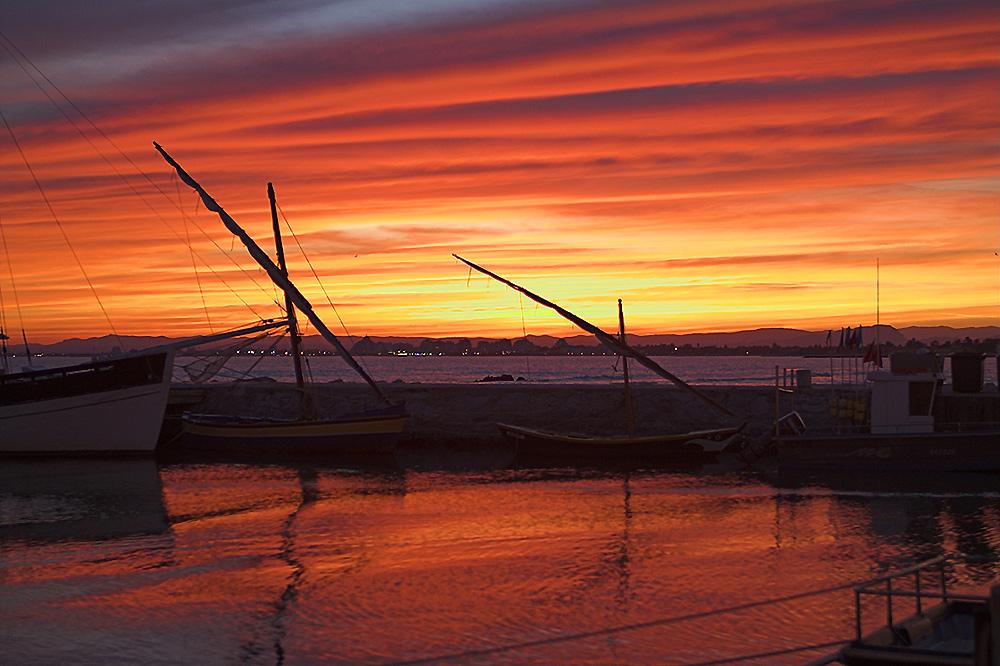 Die Sonnenuntergänge in der Camargue sind oft spektakulär