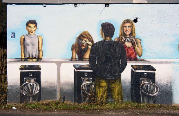Die Spannerinnen vom öffentlichen Pissoir