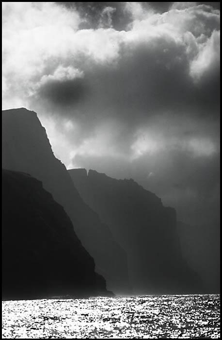 Die Steilküsten bei Vestmanna, nach einem Gewitter (Faeroer)