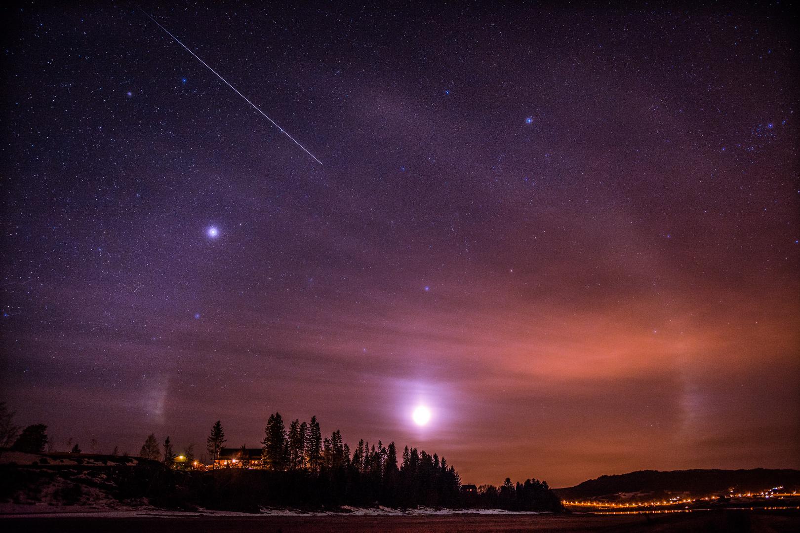 Die Sternschnuppe trifft auf Mond-Halu