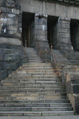 ...Die Stufen des Lebens sind beschwerlich ...