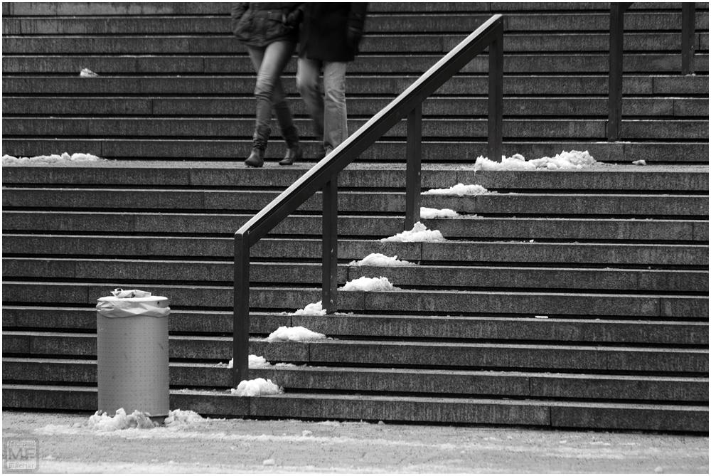 [Die Stufen zum...]