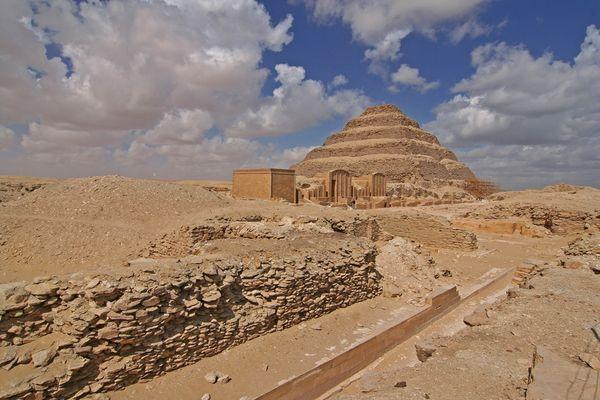 Die Stufenpyramide des Djoser
